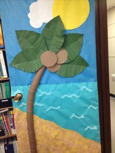New Paper Tree Classroom Bulletin Boards Reading Corners Ideas Beach Bulletin Boards, Bulletin Board Tree, Classroom Bulletin Boards, Classroom Door, Classroom Decor Themes, School Decorations, Jungle Decorations, Classroom Ideas, Paper Tree Classroom