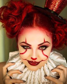 Are you looking for inspiration for your Halloween make-up? Browse around this site for cute Halloween makeup looks. Halloween Makeup Clown, Halloween Eyes, Clown Makeup, 31 Days Of Halloween, Sexy Clown Costume, Joker Halloween, Halloween Costumes, Es Der Clown, Makeup Inspiration