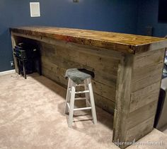 Building a basement bar. building a basement bar pallet bar, diy pallet projects Palet Bar, Wood Pallet Bar, Wood Pallets, Pallet Couch, Pallet Benches, Pallet Tables, 1001 Pallets, Recycled Pallets, Pallet Bar Plans