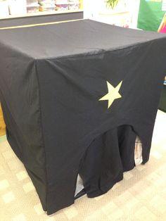 Thema licht en donker - Donkere hoek Space Classroom, Reggio Emilia, Sensory Activities, Light In The Dark, Moe, Winter, School, Tent, Halloween
