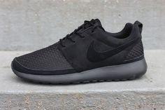 I WANT!!! Nike Roshe Run Woven - Black.