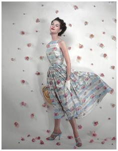 Erwin Blumenfeld — Variante de la couverture de Vogue US, Model Nancy Berg 1953