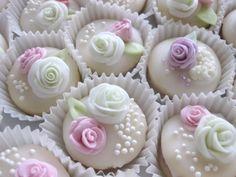 Svatebni_cukrovi_2014_A29 Wedding Sweets, Mini Cupcakes, Confetti, Chips, Baking, Food, Candy, Salad, Sweet Recipes