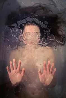 underwater/behind-glass image by New York-based photographer Brooke DiDonato is reminiscent of illustrative works by Alyssa Monks. A Level Art, Gcse Art, Underwater Photography, Underwater Art, Sad Girl Photography, Dark Art Photography, Photography Studios, Surrealism Photography, Photography Business