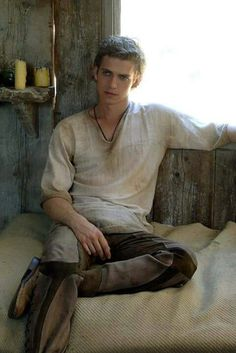 Hayden Christensen from star wars in a tunic and patchwork trousers Anakin Vader, Anakin Skywalker, Darth Vader, Story Inspiration, Writing Inspiration, Character Inspiration, Tableau Star Wars, Medieval, Star Wars Personajes