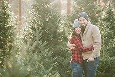 Charming-Christmas-Tree-Farm-Engagement-Session