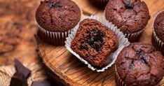 A sok-sok csokival készült muffin tuti választás, ha hamar szeretnél mennyei édességhez jutni. Muffin, Brownies, Breakfast, Food, Cake Brownies, Morning Coffee, Essen, Muffins, Meals