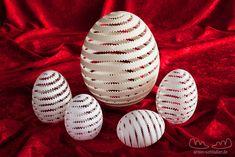 5 perforierte Eier Carved Eggs, Art Carved, Egg Crafts, Egg Designs, Egg Art, Egg Decorating, Egg Shells, Clay Art, Easter Eggs