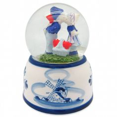 Delft Snow Globe: Dutch Kissing Couple. Makes a great party or wedding favor.  – DutchNovelties