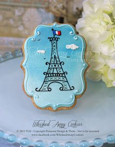 La Tour Eiffel by Whisked Away Cookies, via Flickr