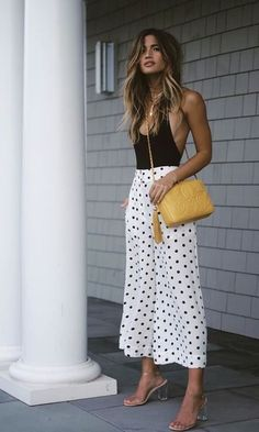 women's black and white sleeveless dress with yellow Chanel leather handbag 90s Fashion, Fashion Outfits, Womens Fashion, Fashion Trends, Office Fashion, Boho Fashion, Style Fashion, Fashion Online, Fashion Ideas