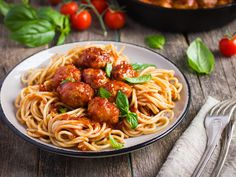 Instant Pot Pasta and Meatballs - In this dish pasta is combined with meatballs and tastes wonderfully. Instant Pot Pasta and Meatballs 2 pound meatball g penne cup pound pasta sauceParmesan tsp red pepper Put water and meatballs in the … Italian Meatballs, Spaghetti And Meatballs, Turkey Meatballs, Rice Cooker Recipes, Pasta Recipes, Rice Cooker Pasta, Entree Recipes, Italian Spaghetti Sauce, Pasta Spaghetti