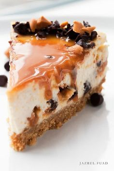 """Butterscotch Cheesecake, good pic but no recipe here - same recipe as Butterscotch Caramel Cheesecake from Nestle """"Very Best Baking"""" Yummy Treats, Sweet Treats, Yummy Food, Tasty, Cheesecake Recipes, Dessert Recipes, Cookbook Recipes, Cheesecake Pie, Amaretto Cheesecake"""