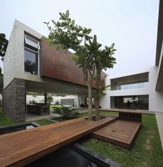 airy-peruvian-double-bridge-structure-house-7-courtyard-angle.jpg