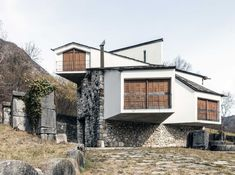 The house designed by Pino Pizzigoni in 1964 for the artist Claudio Nani represents the fine result of the extraordinary