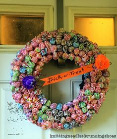 candy wreath for trick or treaters - Halloween Candy Wreath