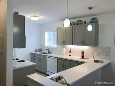 Modern Kitchen with Light Gray Shaker Style Cabinets and White Appliances Ivory Cabinets, Light Gray Cabinets, Shaker Style Cabinets, Grey Kitchen Cabinets, Warm Grey Kitchen, Best Wall Colors, Discount Cabinets, Painted Beds, Best White Paint
