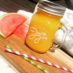 Ingrediënten voor 1 grote smoothie: – 1 mango – 2 sinaasappels – 1 passievrucht Bereidingswijze: 1. Schil de sinaasappel en de mango en voeg het vruchtvlees in de blender. 2. Lepel de passievrucht uit en voeg in de blender. 3. Blend alles tot een gladde smoothie en enjoy!