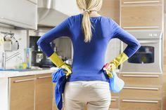 Tips para limpiar tu cocina  Las mesadas de acero inoxidable hay que cuidarlas mucho para que no se rayen ni se manchen, y al final de la limpieza pasarles un paño seco.  http://www.equipamientohogar.com/limpieza/tips-para-limpiar-tu-cocina/
