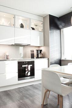 Valmista on 4h+K+S! | Asuntomessut Interior Inspiration, Dining Bench, Sweet Home, Table, Furniture, Home Decor, Homemade Home Decor, Table Bench, House Beautiful