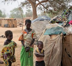 These children ended up at this makeshift camp in Niamey, Niger, after their family left their home village to find work in the city. (Photo: Adel Sarkozi/World Vision) #WorldVision
