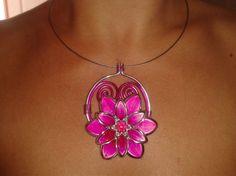 Image - Collier fleur fushia - Les créations de Jenny - Skyrock.com