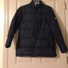 """Black bubble jacket Black tommy bubble jacket in good condition . Zips up the front and has 2 pockets on the sides. The size is not marked but it would be about a medium . It fits me . and that is what I am . Measures 28"""" from shoulder to hem . Nice and warm Tommy Hilfiger Jackets & Coats Puffers"""