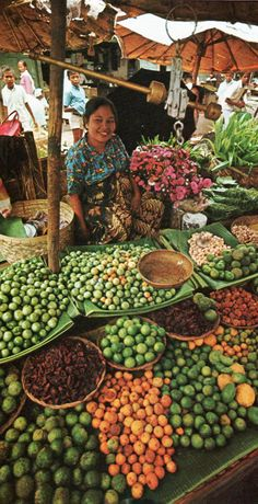 Sumatran Market Place in 1970 - Indonesia Street Food Market, Street Vendor, Bali Lombok, Traditional Market, Fresh Market, World Market, Global Market, Jolie Photo, Flower Market