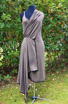 Vaateviidakko: Silkkipainokuvioilla koristeltu trikoomekko Diy Dress, Wrap Dress, Handmade Dresses, Diy Clothes, Fashion, Diy Clothing, Moda, Fashion Styles, Clothes Crafts