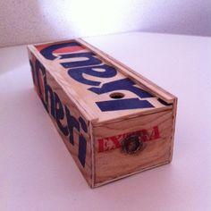 Boîte à crayon en bois de cageot à fruits Toy Chest, Storage Chest, Decorative Boxes, Creations, Toys, Furniture, Home Decor, Pencil Boxes, Activity Toys
