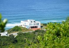 Hyacinth Place looks like a dream destination - they're almost right on the beach! ^_^ - in Port Elizabeth.