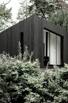 These Sleek Prefab Cabins Radiate Scandinavian Style - Architecture Prefabricated Cabins, Modular Cabins, Modular Homes, Modern Cabins, Small Modern Cabin, Prefab Homes Uk, Small Prefab Cabins, Scandinavian Cabin, Scandinavian Design