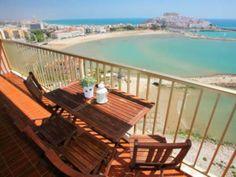 Maravillosas vistas al castillo de #Peñíscola y a la playa las de este balcón de este apartamento para 4 personas.