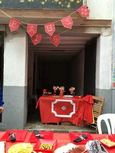 Decoración taurina. Fiesta de cumpleaños taurina, española. Spanish Party, Ideas Para Fiestas, Pamplona, Gift Wrapping, Eat, Gifts, Wedding, Themed Parties, Spanish Themed Party