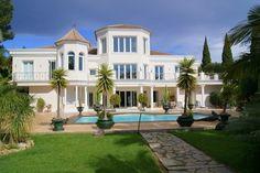 Such a grand Villa for Sale in El Paraiso, Andalucia, Spain.
