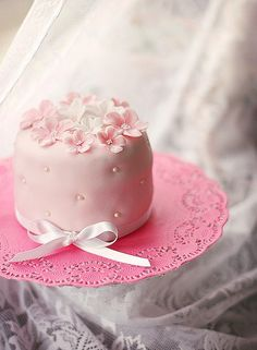 Beautiful Cake Pictures: Pretty in Pink Mini Cake Picture - Little Cakes, Pink Cakes - Beautiful Cupcakes, Gorgeous Cakes, Pretty Cakes, Cute Cakes, Amazing Cakes, Yummy Cakes, Fancy Cakes, Mini Cakes, Cupcakes Bonitos