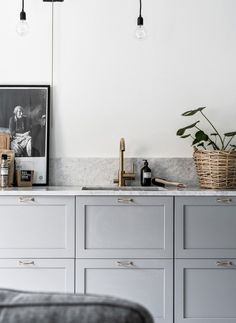 and Stylish Monochrome Apartment light kitchen with brass tap and marble worktops details. Kitchen styling with…light kitchen with brass tap and marble worktops details. Kitchen styling with… Grey Kitchens, Cool Kitchens, Bodbyn Kitchen Grey, Small Kitchens, Rustic Kitchen, New Kitchen, Kitchen Small, Kitchen Modern, Swedish Kitchen