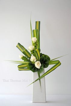 1 million+ Stunning Free Images to Use Anywhere Contemporary Flower Arrangements, Tropical Flower Arrangements, Creative Flower Arrangements, Ikebana Flower Arrangement, Funeral Flower Arrangements, Ikebana Arrangements, Flower Centerpieces, Deco Floral, Arte Floral