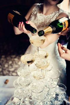 A must have for any Art Deco wedding! Champagne/cider pyramids!