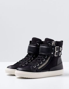 Bershka United Kingdom - BSK buckle detail ankle boots