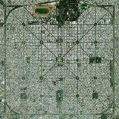 Google lanzó hace algunas semanas una nueva versión de Google Earth que me tiene completamente absorto. Una de mis aficiones es contemplar desde arriba las más famosas ciudades planificadas, esas que fueron creadas con un propósito sobre un terreno no urbanizado. Aquí tienes mis favoritas.