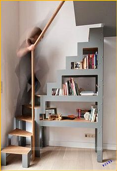 escalera 2 Do It Yourself (DIY) & Crafts Jonathan Alonso Webpage : www.thejon … escalera 2 Do It Yourself (DIY) & Crafts Jonathan Alonso Webpage : www. Loft Staircase, Attic Stairs, Staircase Design, Staircase Ideas, Tiny House Stairs, Tiny House Living, Stairway Decorating, Stair Decor, Loft Room