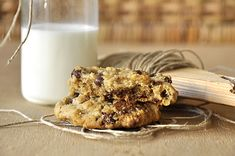 Cookies με ταχίνι, βρώμη και σοκολάτα | kouzinista Butter Chocolate Chip Cookies, Chocolate Chips, Food Crafts, Glass Of Milk, Healthy Snacks, Oatmeal, Muffin, Food And Drink, Tahini