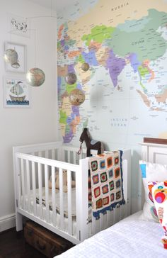 The lovely Roberta of Rowantree Design  sent me these fabulous photos of her grandson's room. I love the colours, the maps, the table and c...