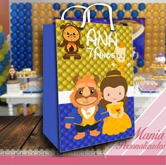 sacola personalizada !  Ideal para seus convidados levarem para casa os personalizados e doces da festa.  Fazemos qualquer tema!  Altura: 19.00 cm  Largura: 13.00 cm