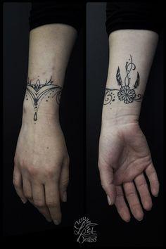 Laurelarth tattoo tatoueur lyon bracelet dentelle trèfle plume arabesques