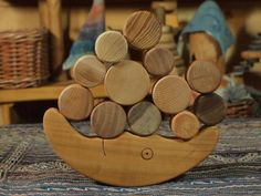 Lune en bois Kids And Parenting, Inspiration, Diy, Crafts, Questions, Branches, Wooden Toys, Tableware, Salad