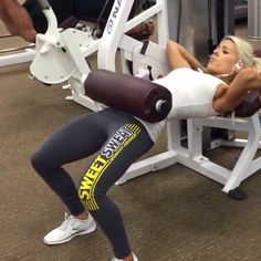 Booty workout.-Variation of a hip thrust. I love this exercise for my glutes. Buuuuut it'...