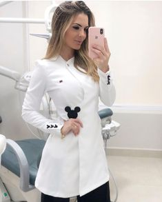 39 ideas for medical doctor uniform Healthcare Uniforms, Medical Uniforms, Spa Uniform, Scrubs Uniform, Dental Scrubs, Medical Scrubs, Medical Esthetician, Scrubs Outfit, Lab Coats