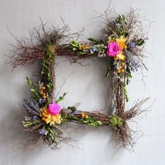 You have to see this #DIY square spring wreath idea #HomeDecorIdeas @istandarddesign